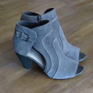 Vince Camuto Gray Suede Ennley Boot Shootie 11W 41